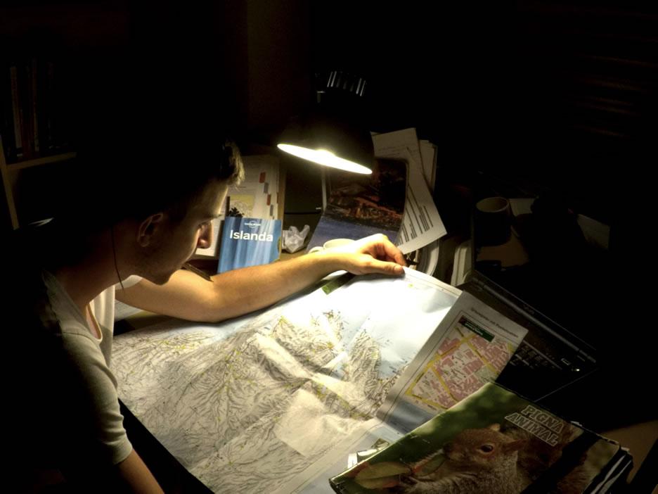 Alberto Montemurro con cartina Islanda