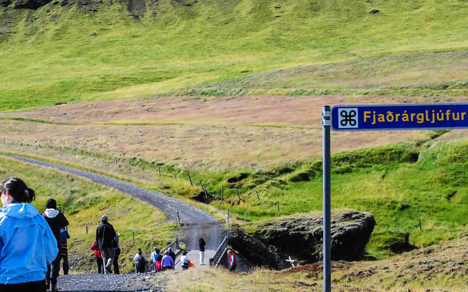 Avvicinamento a Fjaðrárgljúfur