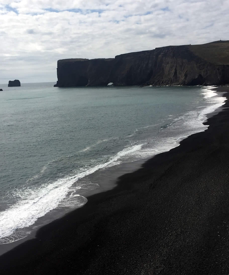 La spiaggia di Reynishverfi