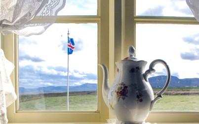 bandiera islandese dalla finestra