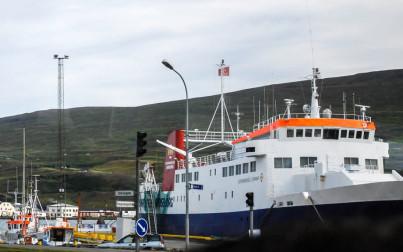 battello - traghetto al porto