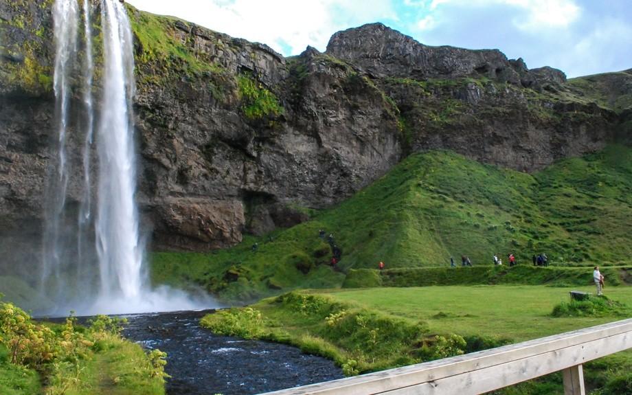 cascata di Seljalandsfoss