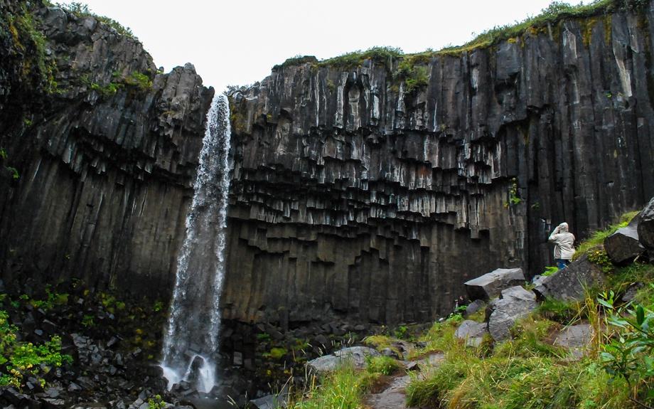 Cascata di Svartifoss nel parco nazionale di Skaftafell