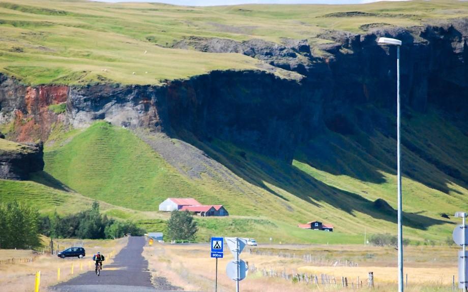 ciclista in Islanda