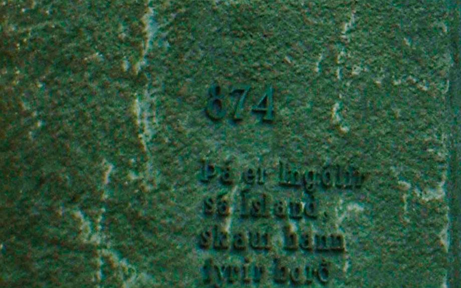 dettaglio monumento dedicato a Ingólfur Arnarson