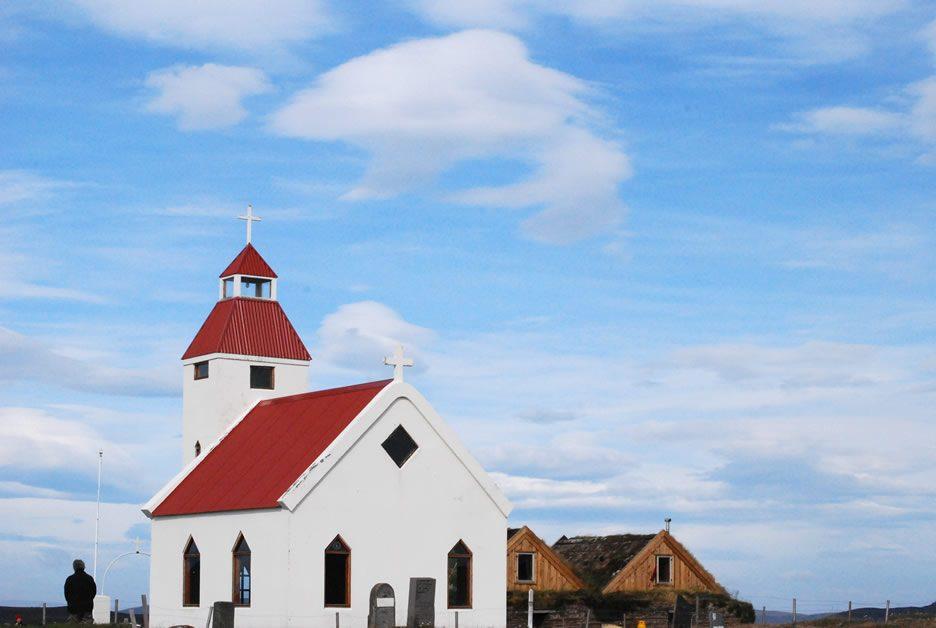 fattoria di Modrudalur con chiesetta