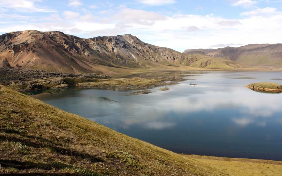 Il lago di Frostastaðavatn non lontano dalle montagne del Landmannalaugar e del vulcano Hekla.
