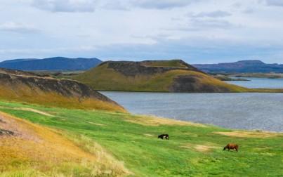 gli pseudo crateri sul lago Myvatn
