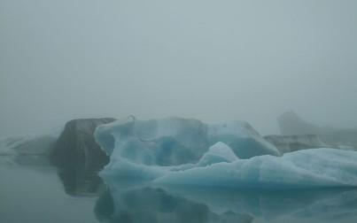 iceberg nella nebbia