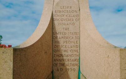 iscrizione-sul-piedistallo-920x575