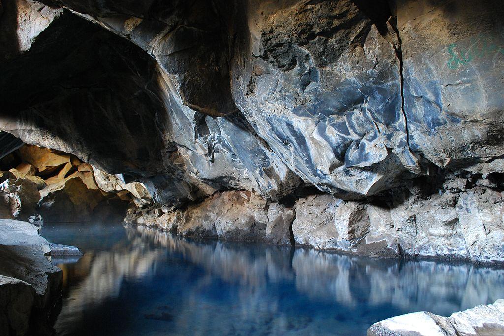 la grotta di Grjotagja