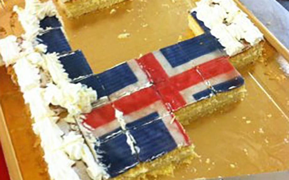 torta con la bandiera islandese