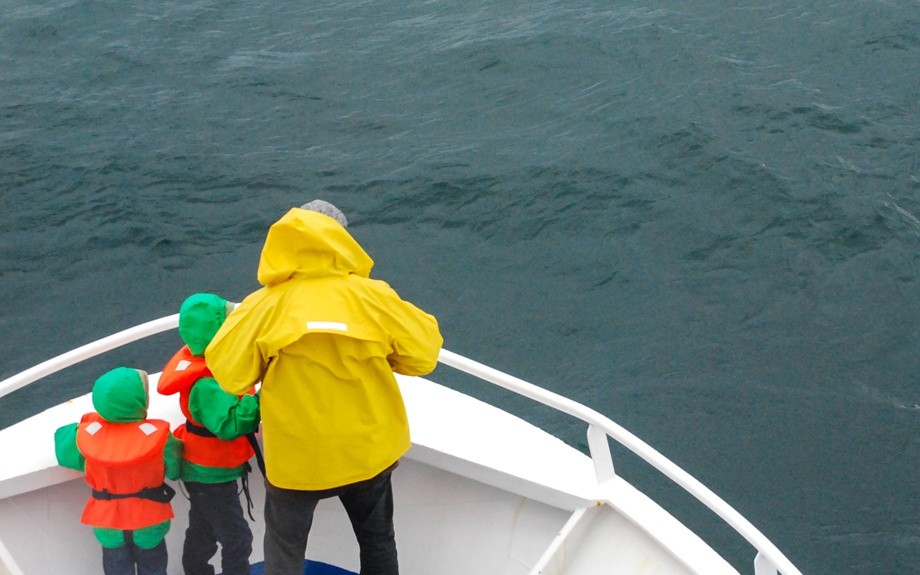 turisti sul traghetto