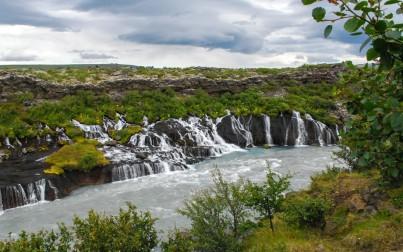 veduta della cascata Hraunfossar